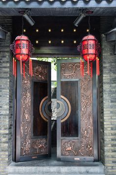 Chengdu :: Kuan Zhai Xiang Zi (translation: wide and narrow lanes) is a historic Qing Dynasty neighborhood in Chengdu. Once reserved only for the Manchu nobility, it has undergone a facelift in recent years, bringing in cafes, restaurants and art dealers.