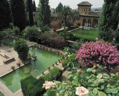 Los jardines del palacio del verano en Granada