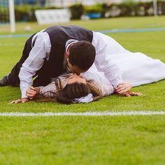Hoje é dia de entrar em campo e arrasar! Regram @scardsconvites #vaibrasil #rumoaohexa #copadomundo #copanobrasil #worldcup #tatendocopa #casamentoperfeito #meucasamentoperfeito #casamento #beijo #noiva