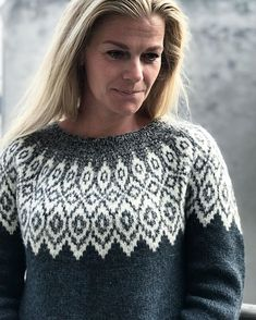 Iloq is a fair isle sweater with a relaxed fit and round yoke. The sweater is worked seamlessly top down in one piece. Iloq is a fair isle sweater with a relaxed fit and round yoke. The sweater is worked seamlessly top down in one piece. Fair Isle Knitting Patterns, Sweater Knitting Patterns, Loom Knitting, Free Knitting, Vintage Knitting, Pullover Design, Sweater Design, Icelandic Sweaters, Warm Sweaters