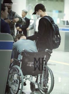 Kyungsoo taking care of Kai at the airport..... I love this picture, he's so loving toward him!!!