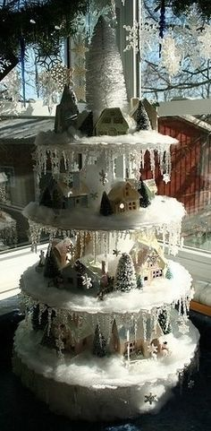 Oooh,, maybe I could do a smaller version with my party lites log cabin, and icecles on a single layer.  Cute idea.
