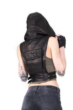 NINJA KOMBAT tech wear hooded Crop Top Vest in black leather One part haute couture streetwear and two parts assassin, t Cyberpunk Mode, Cyberpunk Fashion, Leather Bra, Black Leather, Leather Harness, Leather Vest Outfit, Leather Dresses, Mode Steampunk, Estilo Rock