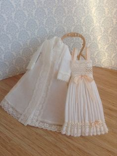 Hey, I found this really awesome Etsy listing at https://www.etsy.com/no-en/listing/221596298/112-dollhouse-clothes-scale-miniatures