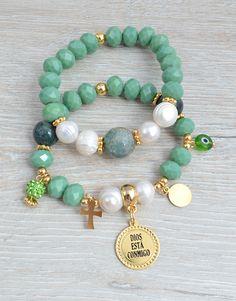 PULSERAS : JUEGO DIOS ESTA CONMIGO Cute Jewelry, Boho Jewelry, Jewelry Crafts, Jewelry Bracelets, Jewelry Accessories, Fashion Jewelry, Medieval Jewelry, Beaded Jewelry Designs, Schmuck Design