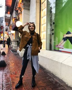 Kombinimi sevince ama nasıl mutlu oluyoruumm😂😂 Ceketim/ Ay… I love my combi, but how happy is it 😂😂 My jacket / My shoes / Street Hijab Fashion, Muslim Fashion, Modest Fashion, Fashion Outfits, Modern Hijab Fashion, Women's Fashion, Casual Hijab Outfit, Hijab Chic, Modest Dresses