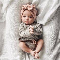 Deze handgemaakte babymutsje is gemaakt van een zachte, rekbare trui breien weefsel. Het is een grote hoed voor uw babymeisje & het zal helpen houden van haar hoofd warm deze winter. Het is een leuke en unieke pasgeboren hoed. Het is een geweldig alternatief voor de standaard ziekenhuis-hoed. >>>