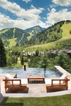 5 Aspen Homes With the Ultimate Luxury These indulgent residential pool and spa designs capture the Aspen high life—complete with peace, serenity and mountain views. Modern Mountain Home, Mountain Living, Mountain Homes, Modern Landscape Design, Modern Landscaping, Pool Landscaping, Backyard Pools, Pool Decks, Backyard Ideas