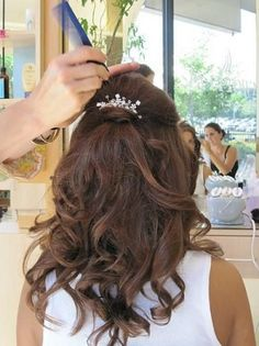 Curly Half Updo Hairstyles - Curly half up/down hairstyles are some of the most interesting and practical hairstyles for medium to long hair length. Bridal Hair Half Up With Veil, Wedding Hair Half, Wedding Hairstyles Half Up Half Down, Wedding Hairstyles With Veil, Wedding Hair And Makeup, Hairstyle Wedding, Bridal Hair Half Up Medium, Wedding Nails, Half Updo Hairstyles