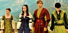 Vypadají jako zakladatelé of Hogwarts no ne? Rowena Ravenclaw, Helga Hufflepuff,  Godric Griffindor a Salazar Slitherin(snad jsem to správně napsala)