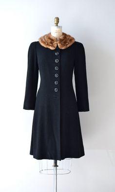 vintage coat / princess coat / fur collar / Pierce Stocking coat via Etsy. Look Vintage, Vintage Coat, Vintage Beauty, Vintage Glamour, 1930s Fashion, Retro Fashion, Vintage Fashion, Womens Fashion, Vintage Dresses