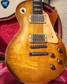 An original 1959 #gibson #lespaul from @fendergaichiban to celebrate #gibsunday Incredible! #guitar #studio33guitar
