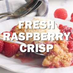 Fresh Raspberry Crisp - A super simple berry dessert that will knock your socks off! Raspberry Crisp, Raspberry Crumble, Raspberry Plants, Raspberry Muffins, Homemade Desserts, Köstliche Desserts, 100 Calorie Desserts, Homemade Breads, Summer Desserts