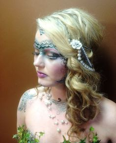 Mermaid Halloween makeup (could even use the Hawaiian shell necklace in the hair like this_L) Olaf Halloween Costume, Halloween Inspo, Halloween Carnival, Halloween Make Up, Halloween Mermaid, Mermaid Outfit, Mermaid Makeup, Up Costumes, Costume Ideas