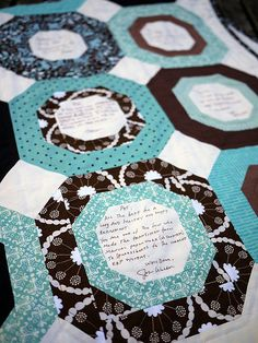 Signature Quilt, Detail Can see this one in your chosen colours! Lap Quilts, Strip Quilts, Quilt Blocks, Quilting Tutorials, Quilting Projects, Quilting Designs, Quilting Ideas, Photo Quilts, Signature Quilts