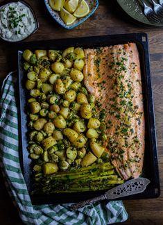 Laxsida på plåt med grönsaker - Zeinas Kitchen Go Veggie, Mini Sandwiches, Zeina, Good Food, Yummy Food, One Pot Meals, Fish And Seafood, Crunches, Fish Recipes