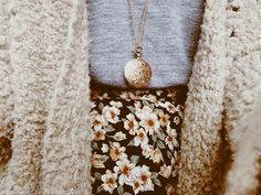 About a fake clock-locket (Deer Circus) Inspiration Mode, Street Style, Fashion Beauty, Women's Fashion, What To Wear, Style Me, Winter Fashion, Cute Outfits, Girly