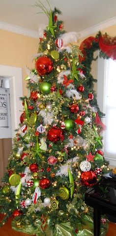 :: TIP SNIPS ::   Create a designer Christmas tree....click on the picture for this useful tip!