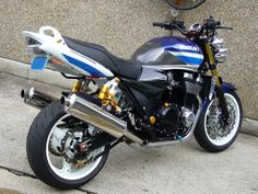 Custom Street Bikes, Suzuki Motorcycle, Gsxr 600, Suzuki Gsx, Classic Bikes, Love Car, Road Bikes, Cars And Motorcycles, Biking