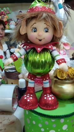Nely Fernandez's media content and analytics Christmas Elf, Christmas Projects, Christmas Wreaths, Christmas 2017, Christmas Ornaments, Elf Decorations, Christmas Decorations, Holiday Decor, Foam Crafts