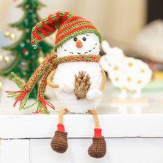 """И 3 ⛄ Этой зимой их наверное много будет 😀 Чувствуете как """"свято наближається """" 🎄 ? _____ #weamiguru#amigurumi #вязание #крючком #crochet #knitting #knit #handmade #newyear #snowman #игрушка #снеговик #новыйгод #рукоделие #хендмейд #вязаниекрючком #амигуруми #toys_gallery #вяжутнетолькобабушки #handmadeall #my_good_gallery #mysolutionforlife #ручнаяработа #рукоделие"""
