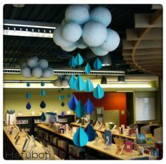 Beautiful indoor rain for April Showers School Library Displays, Middle School Libraries, Classroom Displays, Classroom Decor, Elementary Library Decorations, Science Classroom, Library Design, Library Ideas, Children's Library