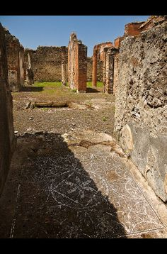 Ruins with mosaic paving, House of the Geometric Mosaics Ancient Pompeii, Pompeii Ruins, Pompeii And Herculaneum, Ancient Ruins, Genoa Italy, Naples Italy, Pompeii History, Ancient History, Ruined City