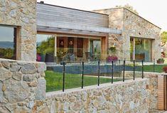Here you will find photos of interior design ideas. Get inspired! Stone Masonry, Design Case, Rustic Style, Villa, House Design, Cabin, Mansions, Interior Design, Architecture