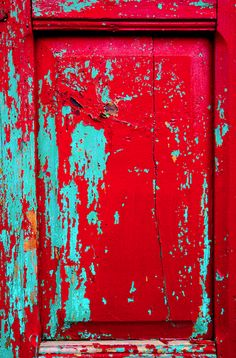 red and blue/ czerwony i niebieski repaint nayas bed blue under and white top coat Aqua, Red Turquoise, Turquoise Cottage, Red And Teal, Peeling Paint, Colour Board, My Favorite Color, Textures Patterns, Chalk Paint