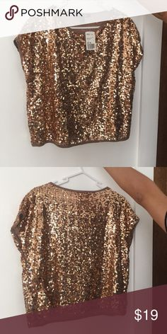 NWT forever 21 sequined top ! Beautiful sequined top in a bronze color perfect for a night out size S 🚫 no trades Forever 21 Tops