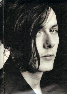 Cuando lo vi por primera vez pensé: No puede haber otro hombre tan hermoso como el, sigo pensando lo mismo.