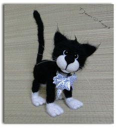 Schwarz-weiße Katze zum häkeln....mit Drahtgestell zum bewegen und zum stehen