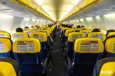 Interior de avión Ryanair Volando con Ryanair avión Boeing 737
