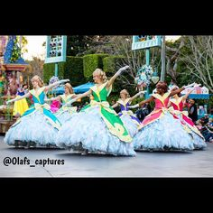 #soundsationalparade #soundsationalparadedancers #soundsationalperformer #soundsationalparadeperformer #tamron2470 #disney #disneyland #snowwhite #disneycastmember #disneylandcastmembers #photography #canon #lightroom6 #tamronlens #mouse4life #dca @disneyland #princess #princesssnowwhite #disneyprincesses by olafs_captures