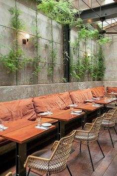 about a special place to have your meal like a vintage industrial bar or restaurant? Today we bring you that.WhatWhat about a special place to have your meal like a vintage industrial bar or restaurant? Today we bring you that. Restaurant Bar, Restaurant En Plein Air, Restaurant Seating, Modern Restaurant, Open Kitchen Restaurant, Banquette Seating Restaurant, Farmhouse Restaurant, Cafe Seating, Luxury Restaurant