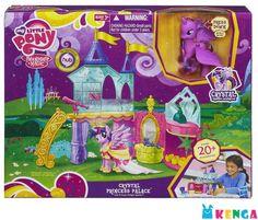 My Little Pony  Игровой набор «Кристальный Замок»; цена: 8 650 KZT; код товара: H 3796; производство: #MyLittlePony (#Hasbro); возраст: 3+; В «Кристальном Замке» есть все, чтобы кроха Твайлайт Спаркл никогда не скучала. На первом уровне находится гардеробная комната с набором аксессуаров и огромным зеркалом. На втором этаже расположилась обсерватория с подзорной трубой, а также библиотека, где главная героиня проводит свободное время. Если нажать на голову пони, лошадка начнет махать…
