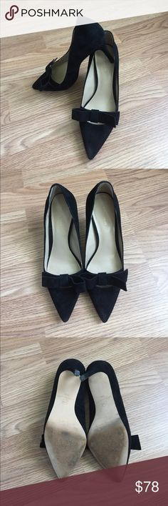 Ann Taylor Odette Suede Bow Pumps I have so many Pumps from Ann Taylor because they are super comfy! I wore these once for a conference and I had lots of compliments. They match pretty everything! Excellent used condition with minor wear. Please check pictures. True to size. Ann Taylor Shoes Heels