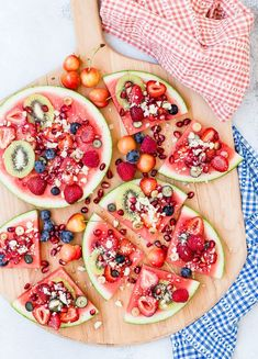 Looking for kid friendly of July recipes? Try Watermelon Pizza topped with kiwi berries and cheerries Looking for kid friendly of July recipes? Try Watermelon Pizza topped with kiwi berries and cheerries Fruit Pizza Bar, Easy Fruit Pizza, Pizza Pizza, Quick Healthy Desserts, Healthy Sides, Watermelon Pizza, Watermelon Wedding, National Watermelon Day, Fruit Recipes