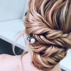 Hair hairstyle haircut hairlife hairdying hairgoals goals perfect makeup style tutorial hairtutorial lifegoals amazing 1 2 3 21 this super easy and beautiful hairstyle will save you a lot of time and effort! Hairstyles Haircuts, Wedding Hairstyles, Side Bun Hairstyles, Bangs Hairstyle, Quinceanera Hairstyles, Hairstyles Videos, Wedding Updo, Celebrity Hairstyles, Medium Hair Styles