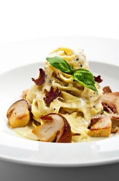 Fettuccine Pasta with Porcini Mushrooms and White Truffle – Recipe Fettuccine Pasta, Truffle Recipe, Eating Organic, Meatless Monday, Quick Easy Meals, Food For Thought, Family Meals, Italian Recipes, Macaroni And Cheese