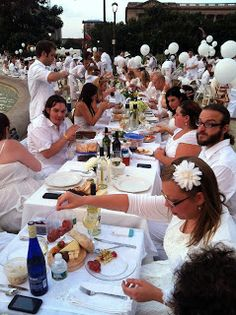 We love these tips for attending Diner en Blanc!