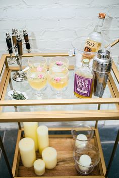 Bar cart styling: http://www.stylemepretty.com/living/2015/08/29/how-to-style-your-bar-cart-for-summer-cocktails/ | Photography: Fashionable Hostess - http://www.fashionablehostess.com/