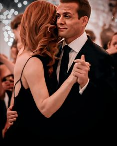 Harvey And Donna Kiss, Suits Harvey And Donna, Donna Suits, Serie Suits, Suits Tv Series, Suits Tv Shows, Suits Usa, Trajes Harvey Specter, Specter Suits