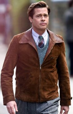 Short suede leather jacket for men Inspiration movie Allied Worn by actor Brad Pitt as Max Vatan Shirt style collars Zipped closure at the front Two side pockets along the waist Open hem cuffs with leather belts Classic Leather Jacket, Brown Suede Jacket, Men's Leather Jacket, Suede Leather, Leather Jackets, Jennifer Aniston, My Hairstyle, Men's Wardrobe, Marion Cotillard