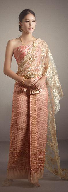 Traditional Thai dresses www.we-mag.com/