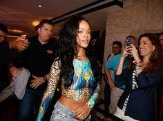 """Segurança brasileiro de Rihanna conta detalhes da passagem da cantora pelo Brasil: """"Disposição para se divertir"""" (Foto: AG. News) - http://epoca.globo.com/colunas-e-blogs/bruno-astuto/noticia/2014/07/seguranca-brasileiro-de-brihannab-conta-detalhes-da-passagem-da-cantora-pelo-brasil-disposicao-para-se-divertir.html"""
