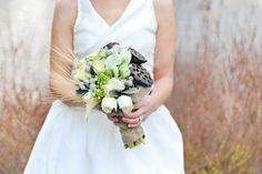 bukiet ślubny: róża, ornitogalum, berzelia, owoc lotosu