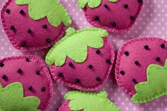 Such pretty Strawberries in felt...no pattern...use photo as reference