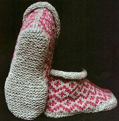 Ravelry: Garter Sole Slippers pattern by Elizabeth Zimmermann.