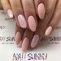 Pink manicure, manicure ideas, nail ideas, almond shape nails, happy na Elegant Nails, Stylish Nails, Trendy Nails, Cute Nails, My Nails, Nagel Blog, Nagellack Trends, Happy Nails, Minimalist Nails
